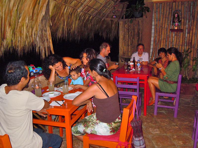 Cenando en La Mora